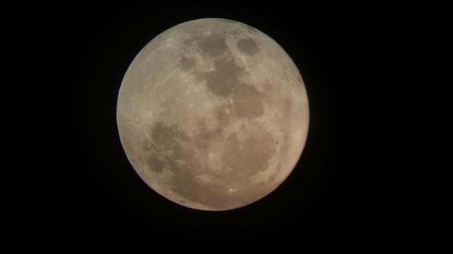 2015년 오후 7시 경 서울 용산구 과학동아천문대 망원경을 통해 찍은 럭키문 - 과학동아천문대 유성범 제공